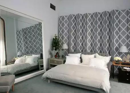 Penggunaan Cermin Atau Benda Yang Bersifat Reflektif Memainkan Peranan Penting Untuk Menambah Kesan Luas Pada Bilik Tidur Mempunyai Keluasan